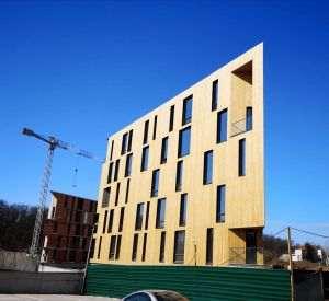 Ecovillas construieşte primul bloc din România cu faţadă 100% din lemn tratat în mod natural